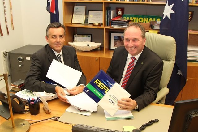 AGRICULTURE MINISTER AND PARLIAMENTARY SECRETARIES SUPPORT AUSTRALIAN PAPER