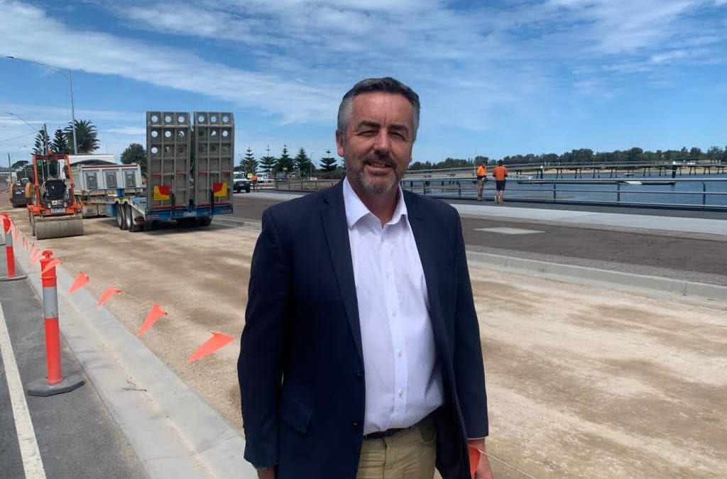 BOOST FOR LAKES ENTRANCE ROADS